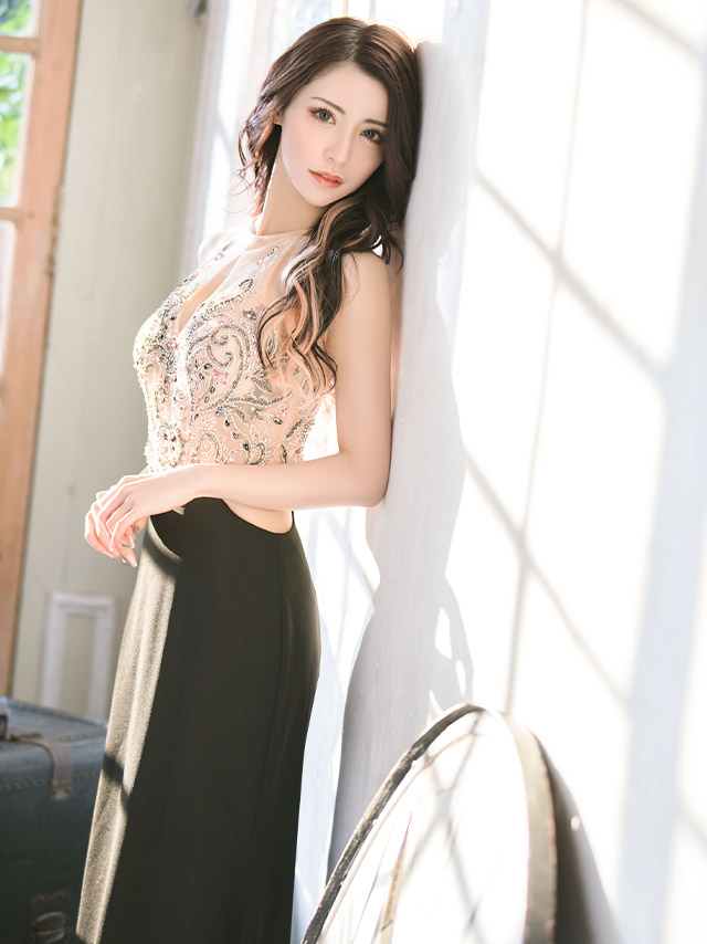 t人気キャバ嬢一条響が着るLAインポートロングドレス